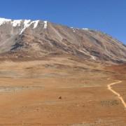 Warum ist der Gipfel des Kilimandscharo mit Eis und Schnee bedeckt?